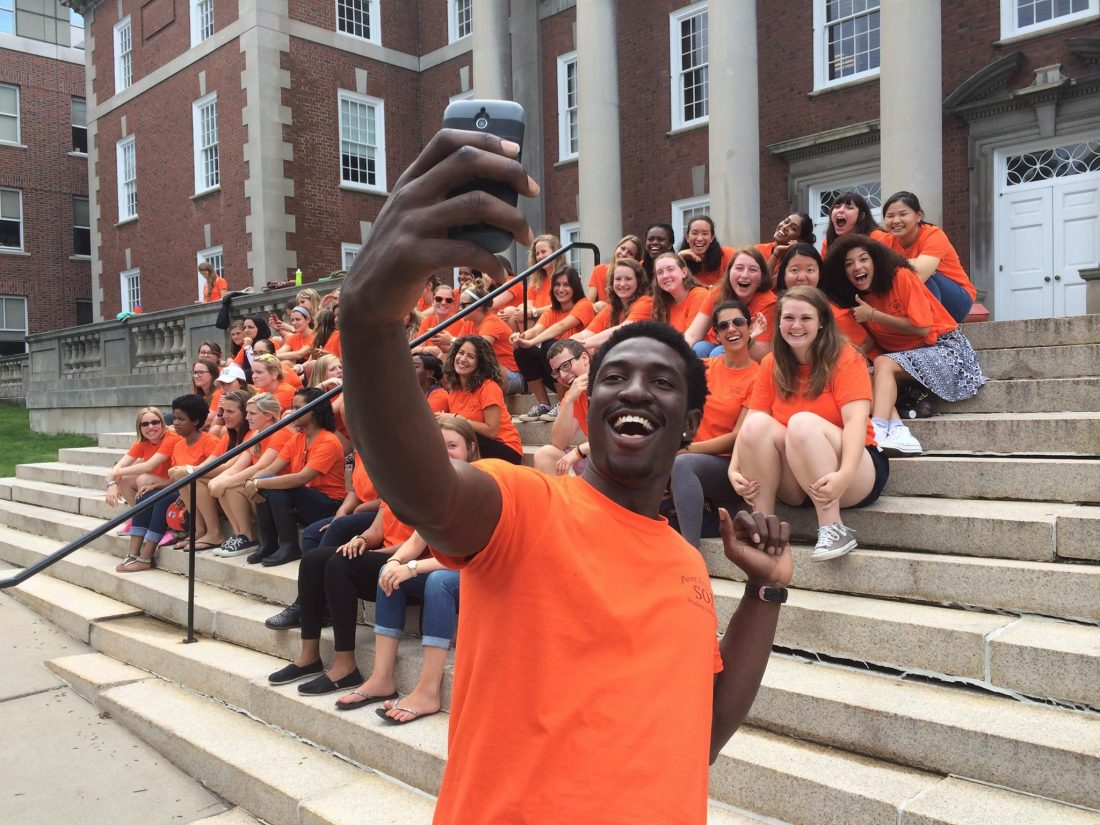 A School of Education peer advisor takes a selfie with his fellow peer advisors