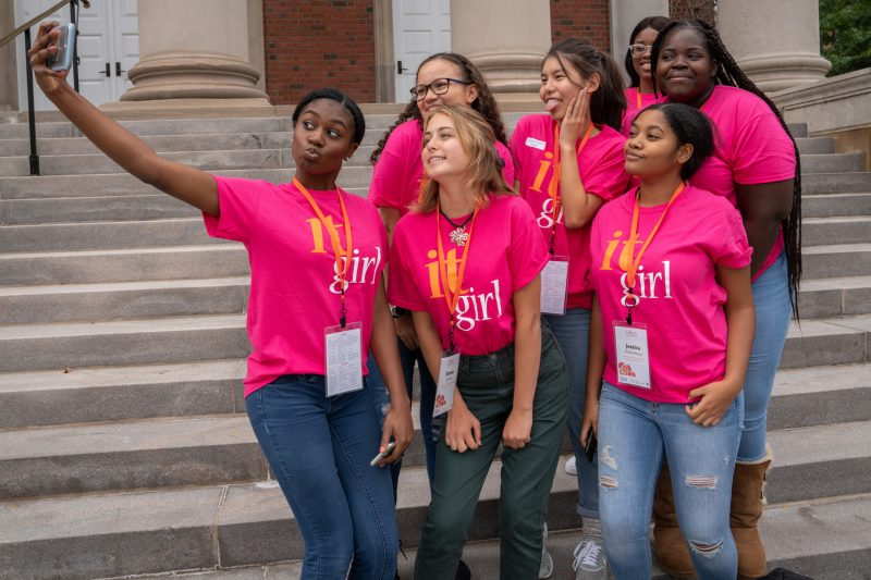 It Girls participants posing for a selfie together